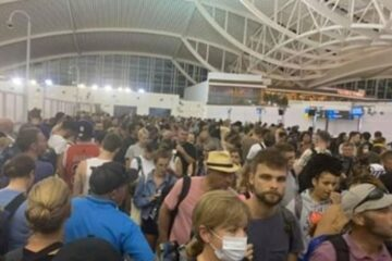 Thousands of holidaymakers have been left stranded in Bali after a glitch with the immigration computers at Denpasar Airport.