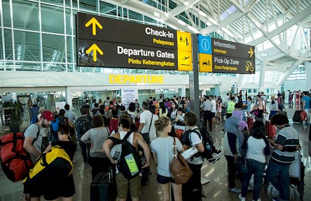 Bali suspends tourist visa