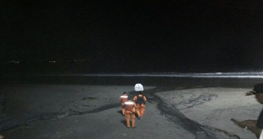 search and rescue team look for missing man in front of finns beach club