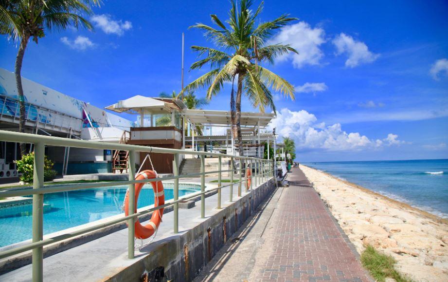 Beaches in Bali have been left empty, thanks to coronavirus CREDIT: IAN LLOYD NEUBAUER