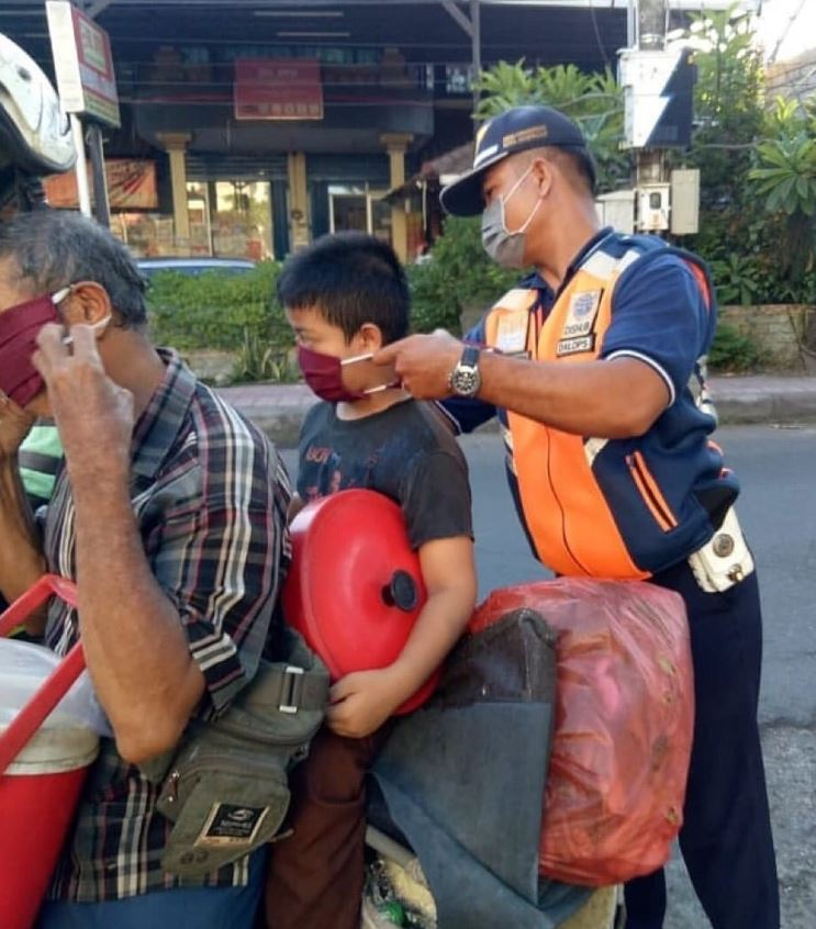 bali officials provide masks to locals
