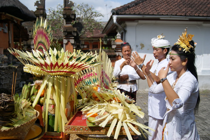 bali prayers for economy
