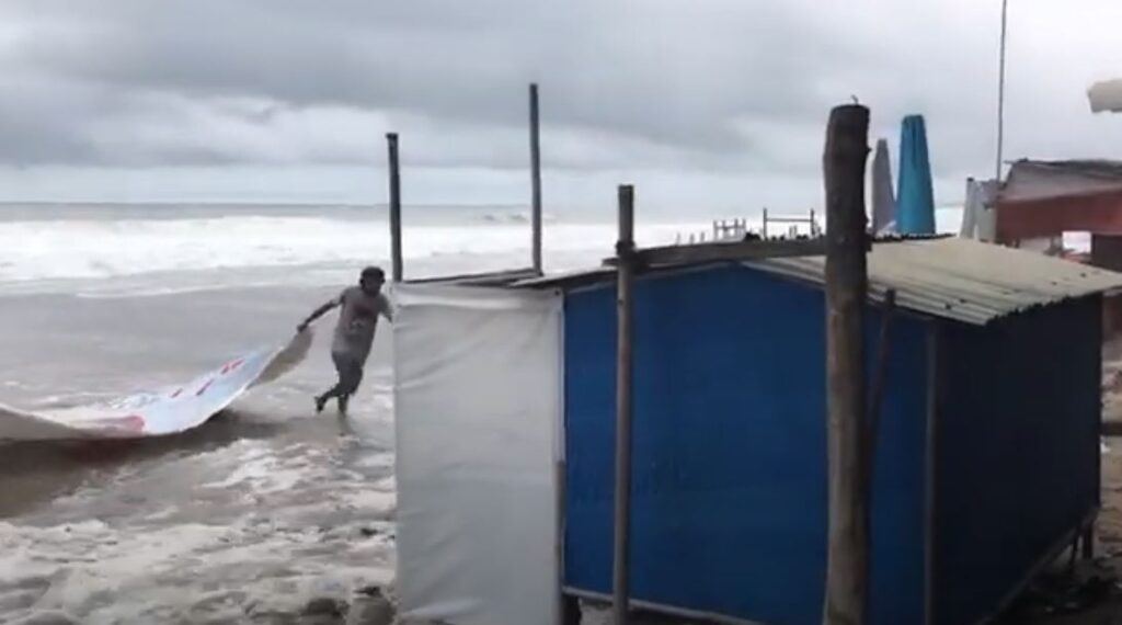 Bali locals scramble to save thier businesses from large waves