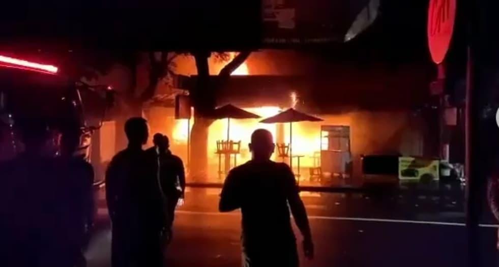 Massive Blaze Destroys 11 Shops In Kuta Bali