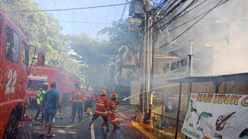 Massive Fire Destroys 3 Blocks of Shops In Bali