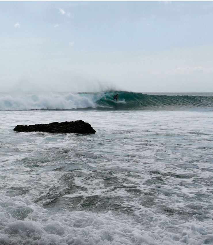 large waves nusa dua
