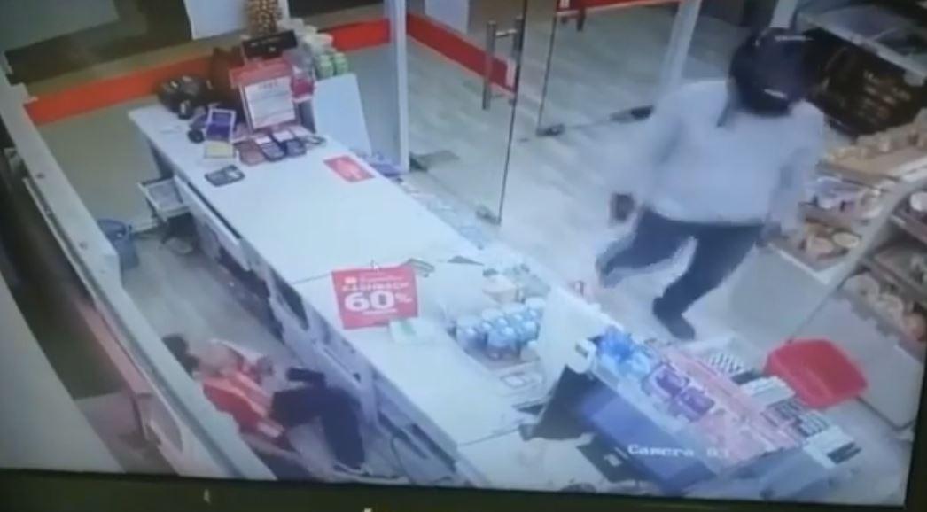 Video: Seminyak Circle K Store Robbed at Gun Point