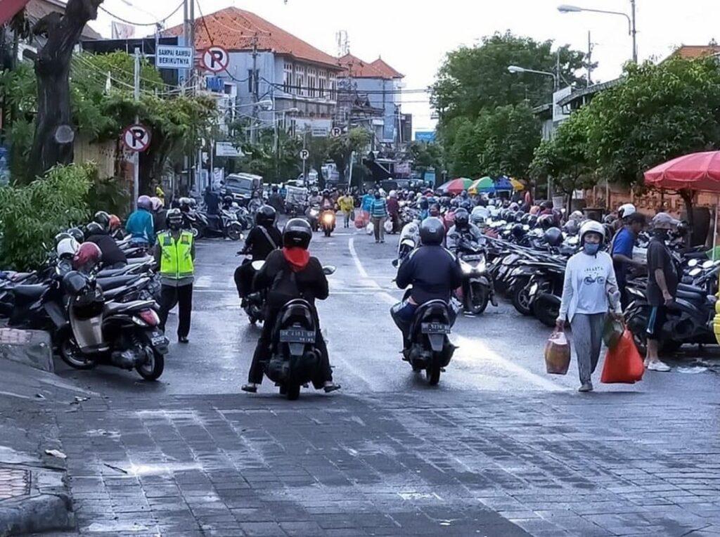 bali police in street