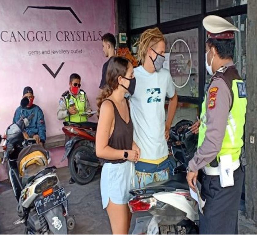 foreigners pulled over in canggu
