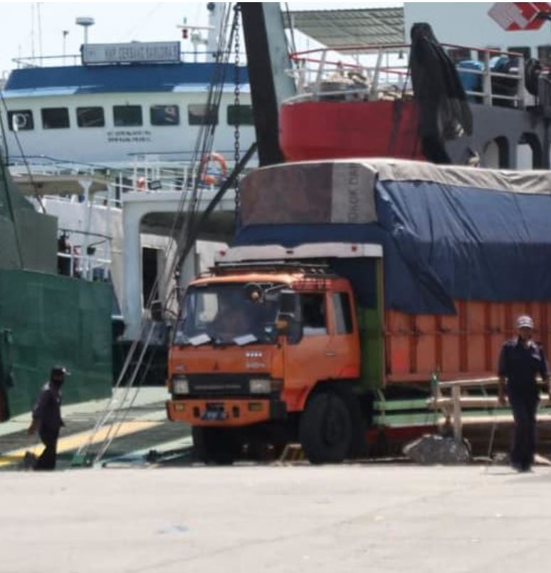 truck unloading from ferry in bali (2)