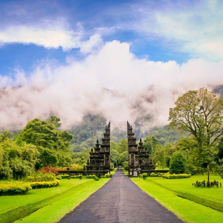 Bali gates tourism