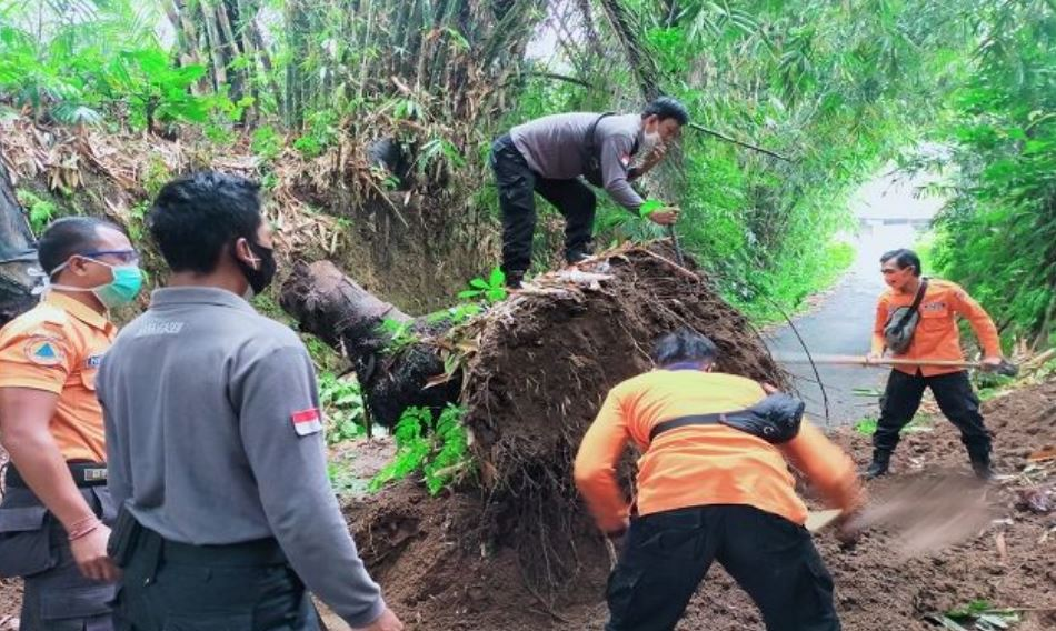 Land Slide Causes Road Closure In Karangasem Bali