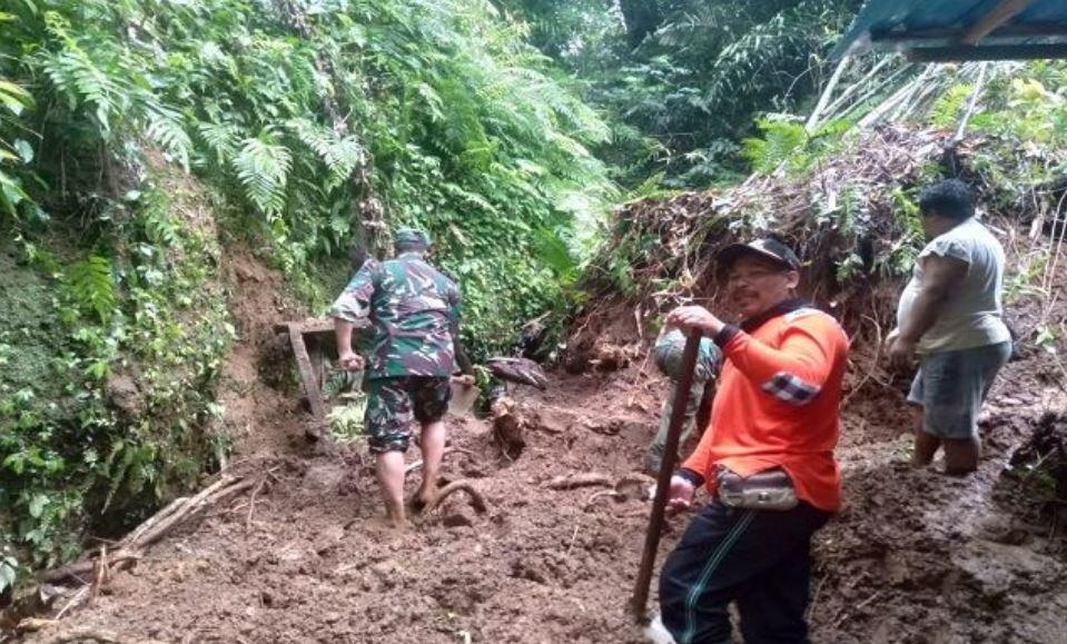 Family Buried By Landslide In Bali