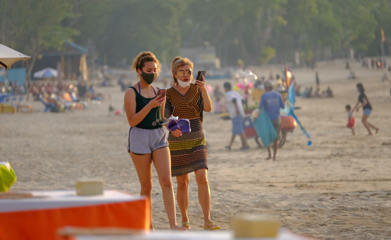 Over 16,000 Tourists Arrive In Bali As Holiday Weekend Begins
