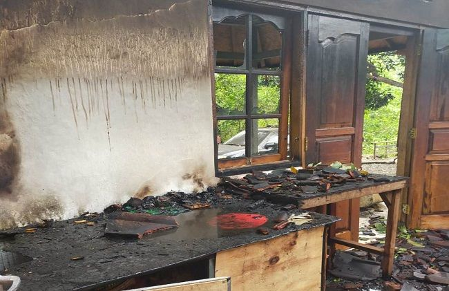 Family Loses Home After Large Fire In Canggu, Bali