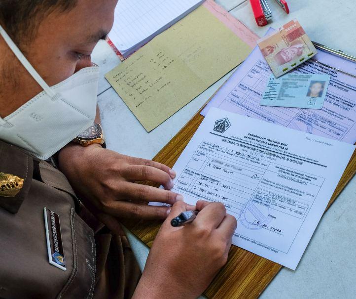 immigration officer Bali