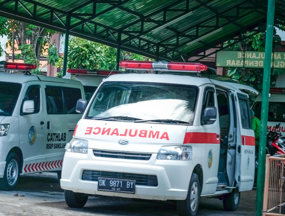 Family On Motorbike Injured By Collapsing Tree In Bali