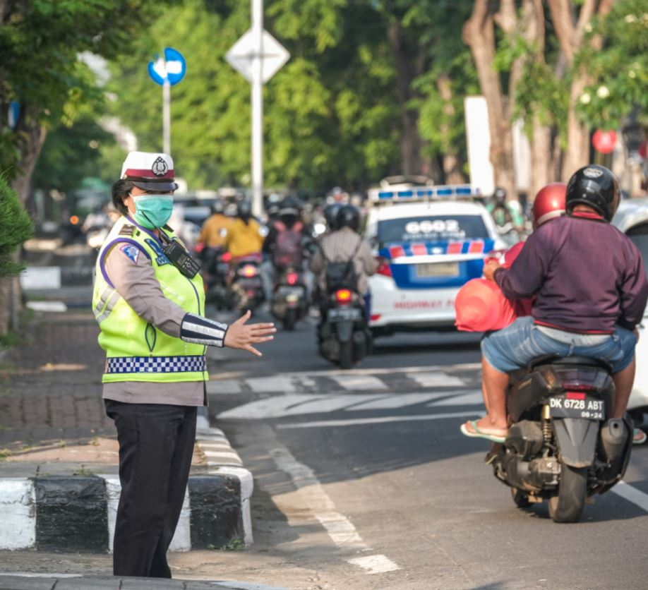 bali traffic pollution officer