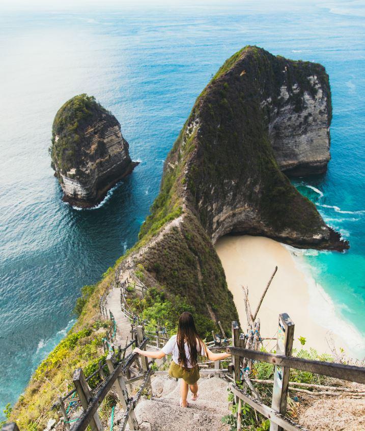 nusa penida cliff stairs