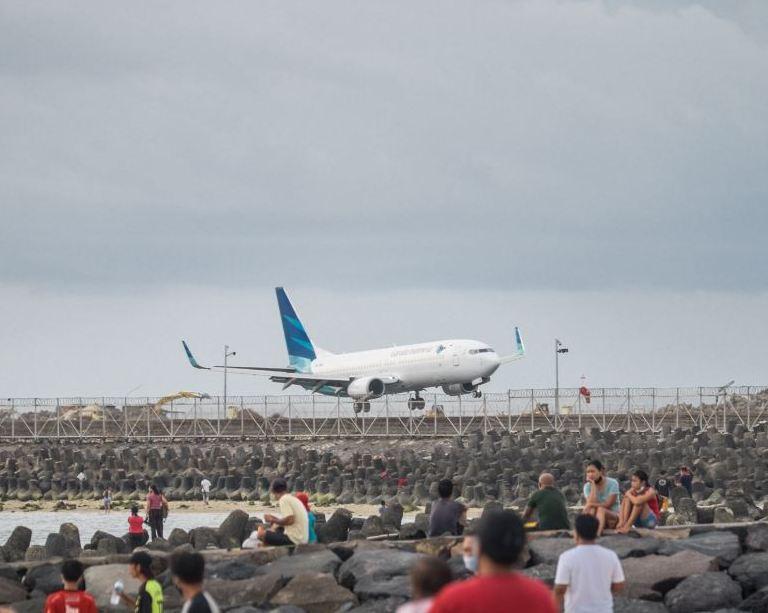 plane landing in Bali
