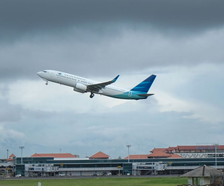 plane take off Bali airport