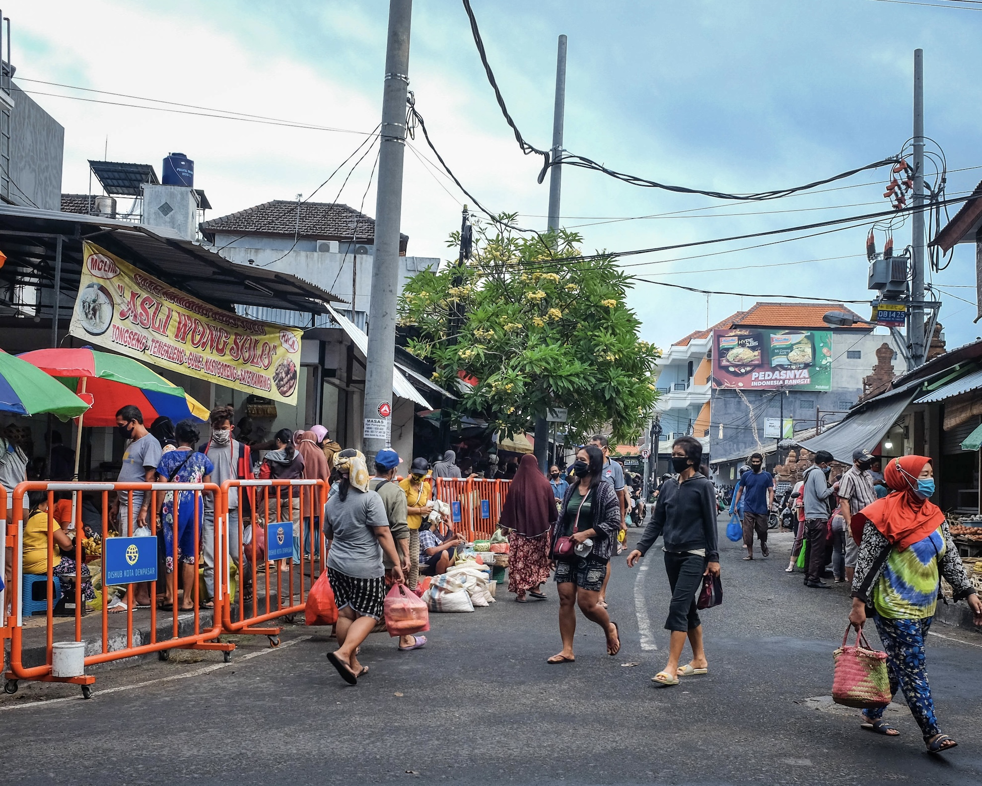 Animal Rights Supporters Search For Local Man Selling Dog Meat In Bali