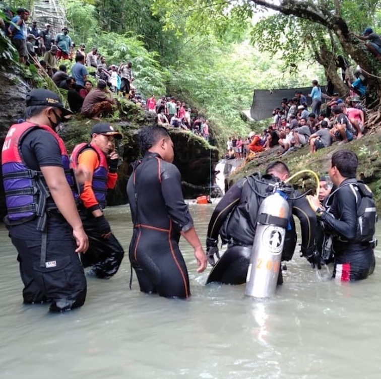 Bali Search and Rescue team operation