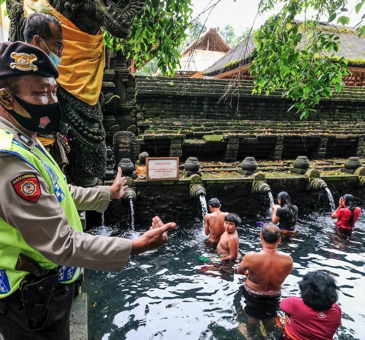 Bali temple ritual