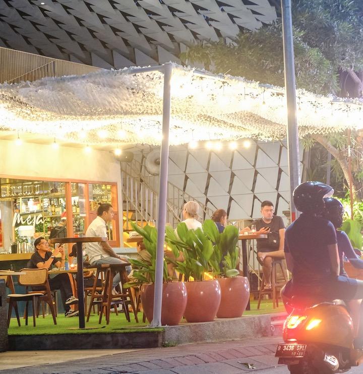 cafe in Kuta domestic tourists