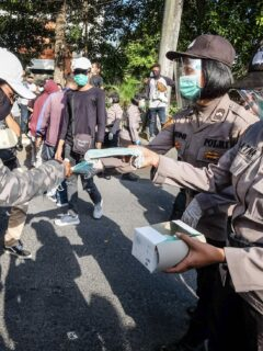 Bali Authorities Hand Out Free Masks And Meals Instead Of Fines During Safety Operation