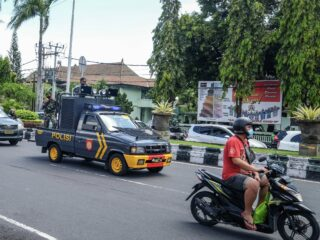 Local Man Arrested For Threatening COVID-19 Task Force Officers And Damaging Their Patrol Car In Ubud