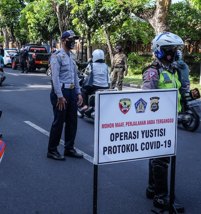 Yustisi Operation police masks