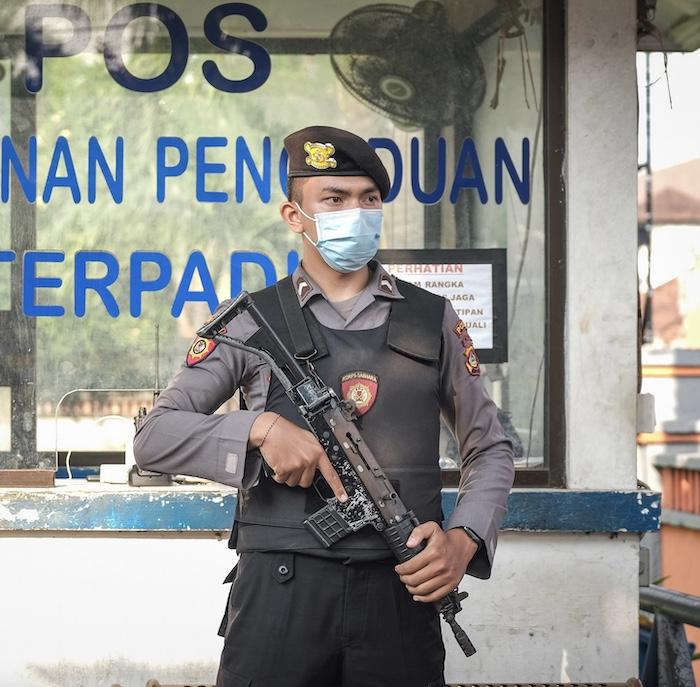 armed-police-officer