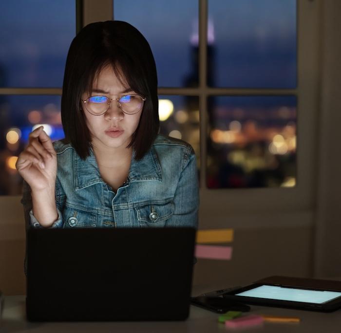 internet fraud woman on laptop