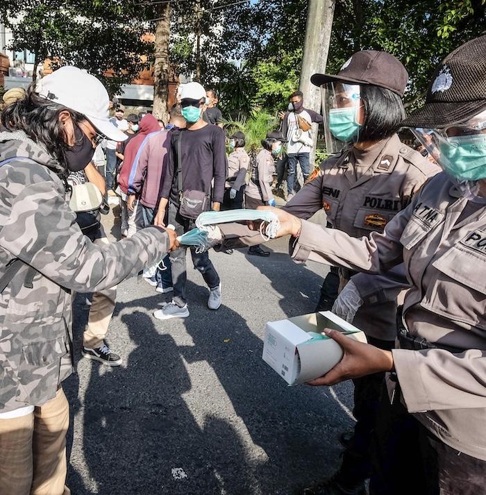 police distributing free face masks