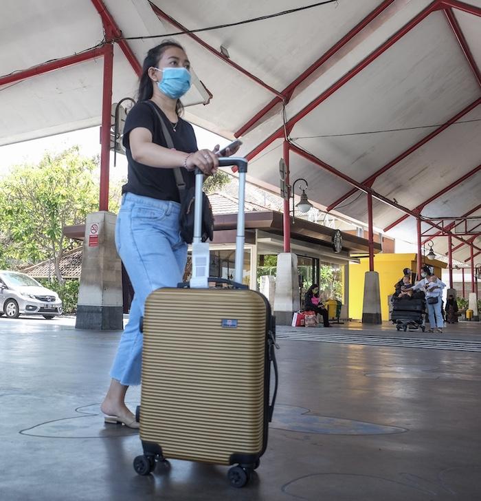 traveler Bali airport mask