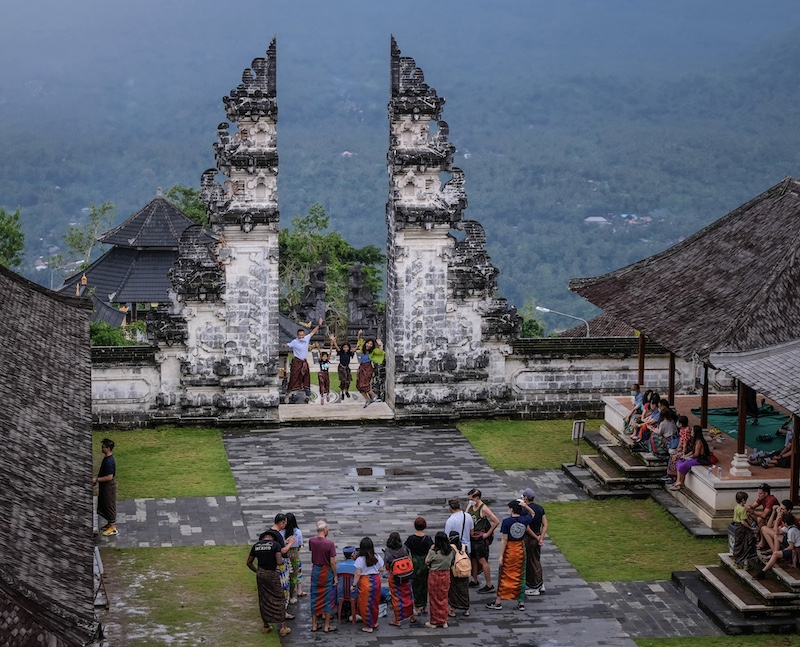 Bali temple tourists