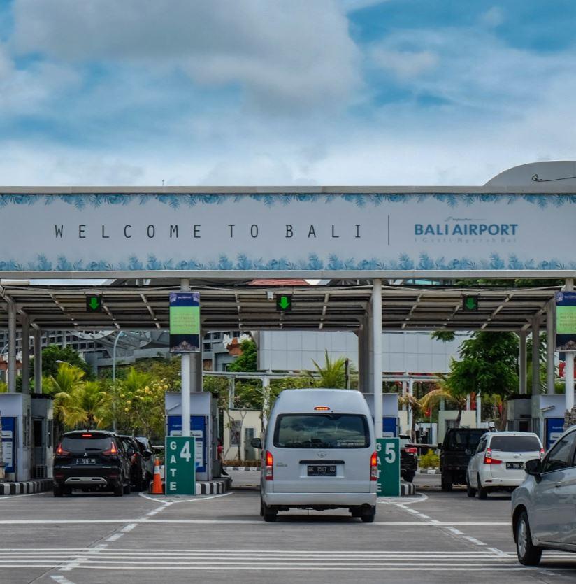 Cars-leaving-Bali-airport