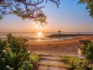 A video of 29-year-old Mirah Sugandhi who was evicted from a beach that was claimed as private property by one of the hotels in Sanur has gone viral on social media.