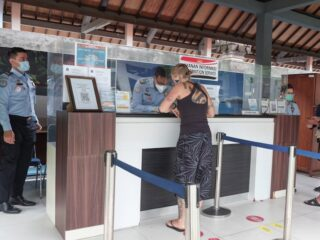Bali Ngurah Rai Immigration Office has announced that in-person services have been temporarily put on hold during the emergency partial lockdown.