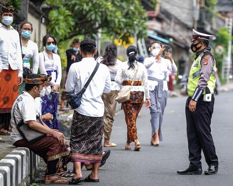 police locals masks