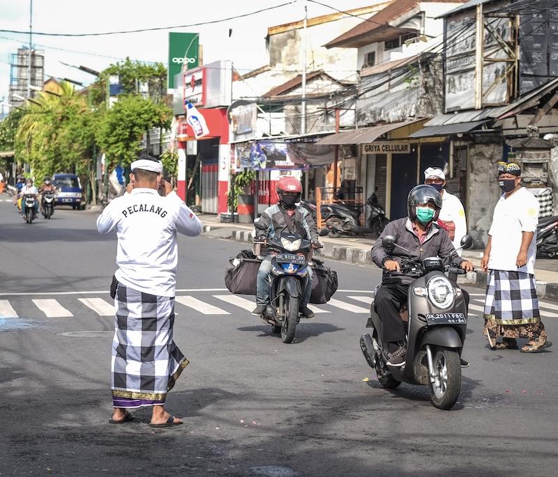 police patrol masks traffic