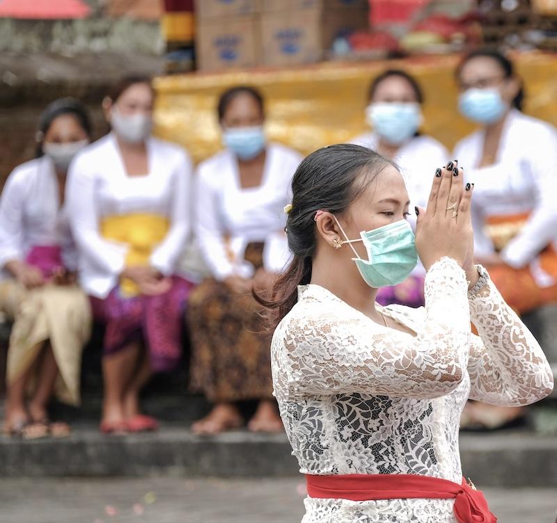 praying in Bali