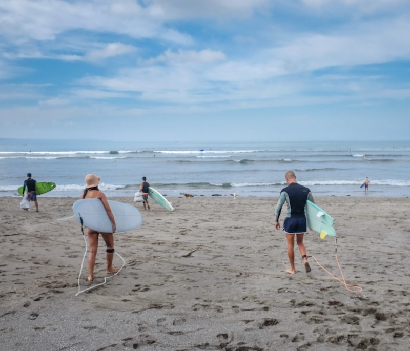 surfing tourists