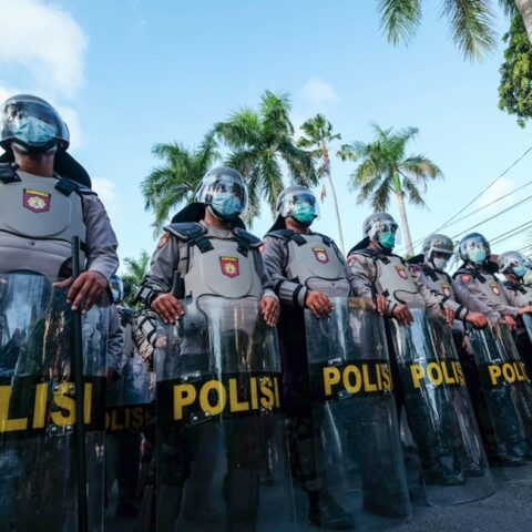 The Klungkung Police Department have finished some routine inspections to their units on Tuesday morning (6/4), with flaws being sentenced to push ups.