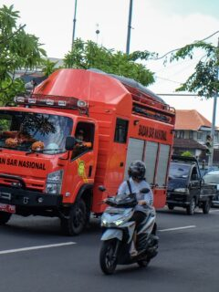 Fire Destroys Two Cafes And Injures Man In North Kuta