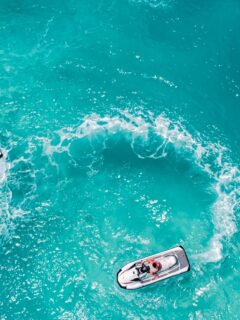 A 23-year-old man named Agie from the Philippines has been rescued from the Nusa Penida coastal area by Bali authorities after being stuck for hours on his jet ski.