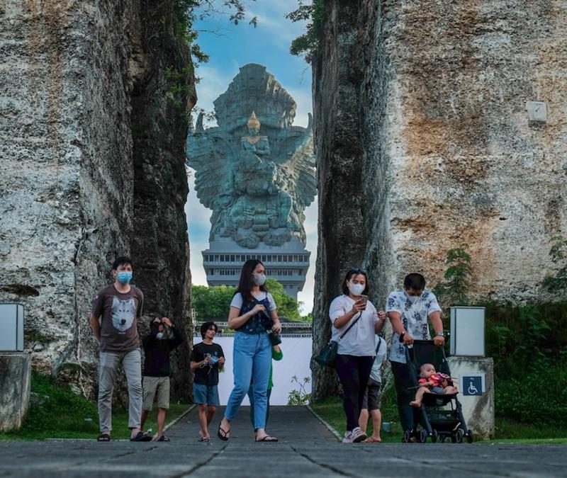 tourists at Garuda Wisnu Cultural park