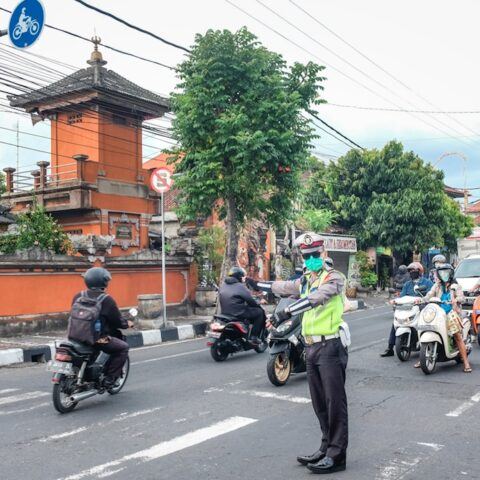 Two motorcycles collided on Jalan Gunung Agung, West Denpasar on Friday (23/4) around 11:00pm.