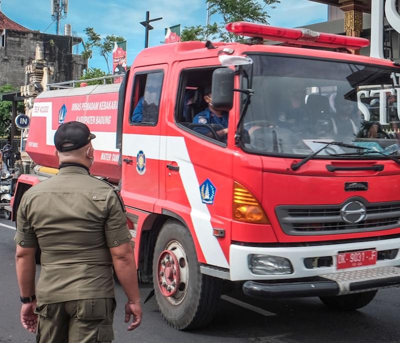 bali_police_fire_truck_jpg
